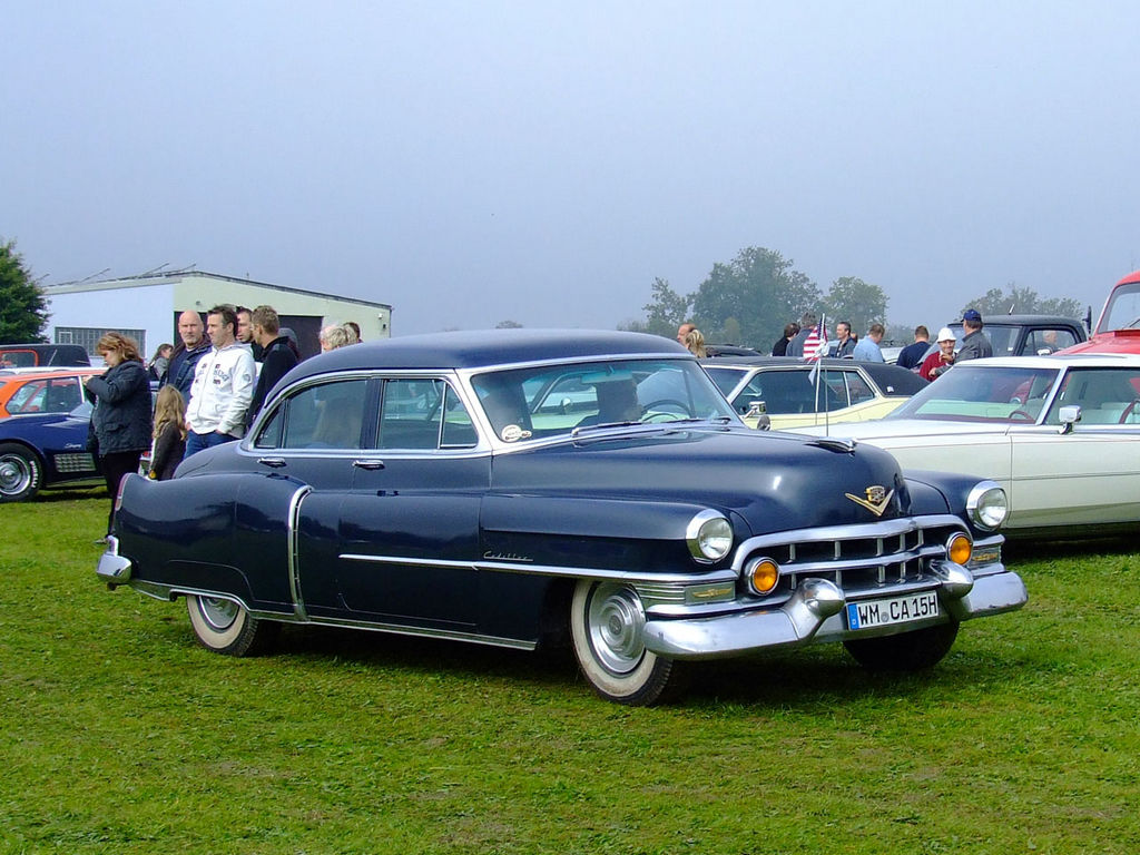1952-Cadillac-Sixty-Special-Fleetwood